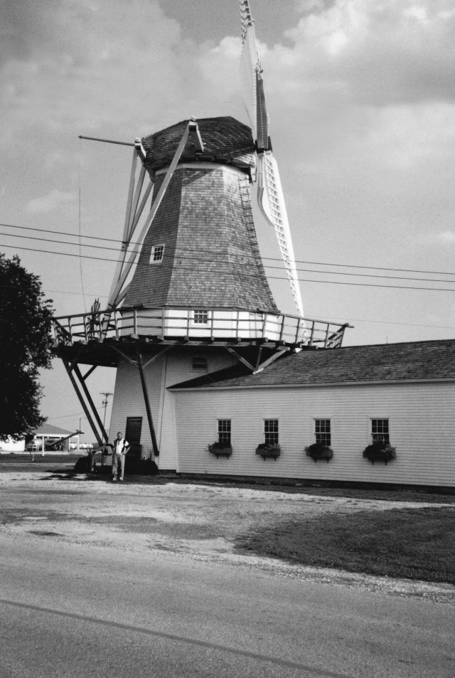 Prairie Mills Windmill, Golden, Illinois (2001)